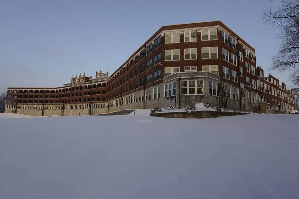 Photo: https://www.facebook.com/The-Waverly-Hills-Sanatorium-136643878331